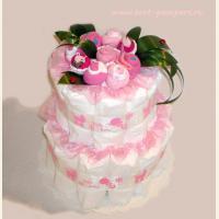 Торт украшен букетом из одежды